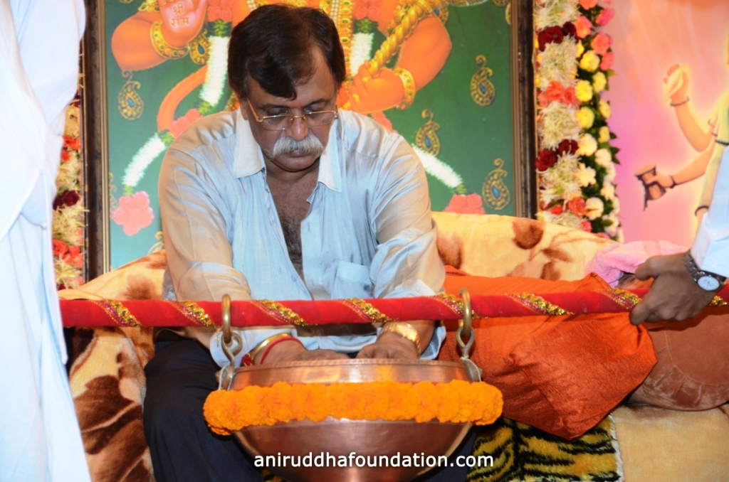 Guru-pournima-4_anirudhafoundation Bapu Udi sparsha